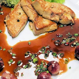 Escalopes de foie gras chaud aux raisins